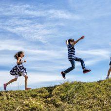 Enfants jouant en exterieur